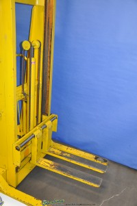 used blue giant straddle stacker hydraulic lift truck #750