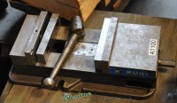 used kurt mill vise D-810
